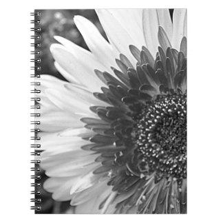 Schwarzweiss-Blume Spiral Notizblock