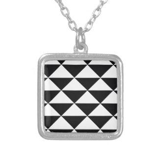 Schwarzweiss-Dreiecke Versilberte Kette