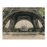 Schwarzweiss-Eiffelturm-Basis Postkarte