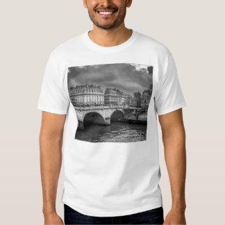 Schwarzweiss-Fluss die Seine Shirts