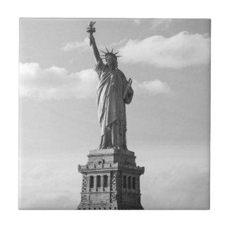 Schwarzweiss-Freiheitsstatue Kleine Quadratische Fliese