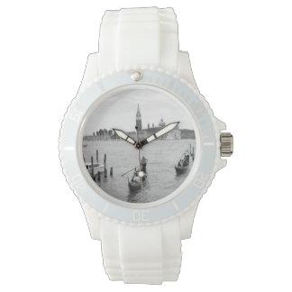 Schwarzweiss-Gondoliere in Venedig Uhr