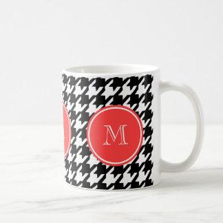 Schwarzweiss-Hahnentrittmuster-Korallen-Monogramm Kaffeetasse
