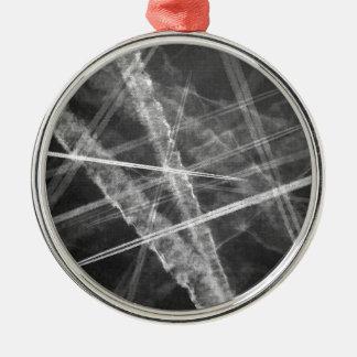 Schwarzweiss-Jet-Spuren Silbernes Ornament