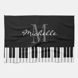 Schwarzweiss-Klavier befestigt Handtuch