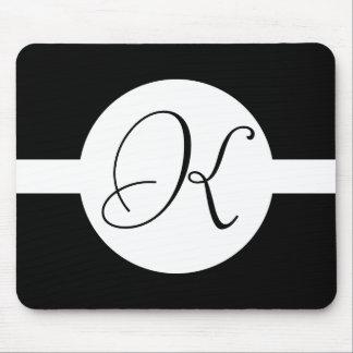 Schwarzweiss-Kreis-Monogramm Mousepads