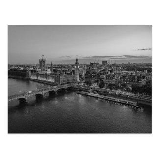 Schwarzweiss-Luftaufnahme Londons am Postkarte