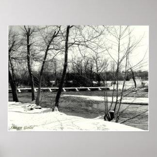 Schwarzweiss-Missouri-Brücke im Winter-Plakat Poster