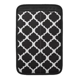 Schwarzweiss-Quatrefoil Sleeve Fürs MacBook Air
