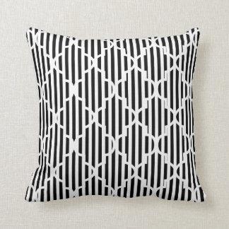 Schwarzweiss-Quatrefoil Streifen-Muster Kissen