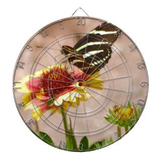 Schwarzweiss-Schmetterling auf Blume Dartscheibe