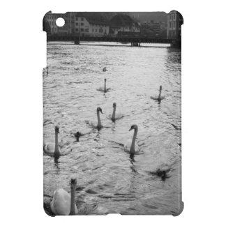 Schwarzweiss-Schwäne iPad Mini Hülle
