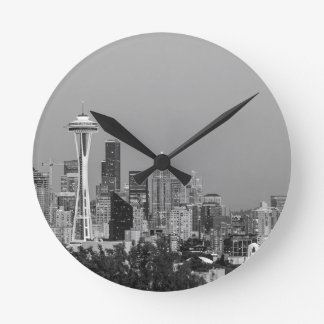 Schwarzweiss-Seattle-Stadtbild Runde Wanduhr