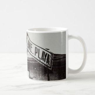 Schwarzweiss-Straßenschild Kaffeetasse