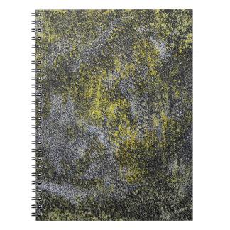 Schwarzweiss-Tinte auf gelbem Hintergrund Notizblock