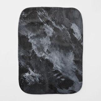 Schwarzweiss-Tinte auf Schwarzem Spucktuch