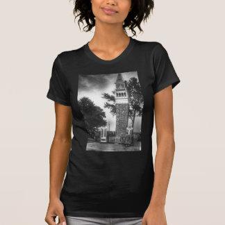 Schwarzweiss-Turm T-Shirt
