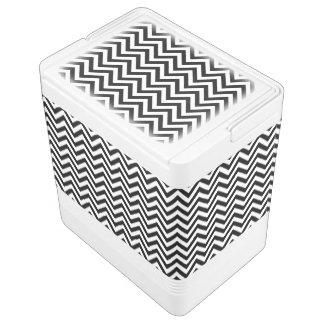 Schwarzweiss-Zickzack Stripes Zickzack Muster Igloo Kühlbox