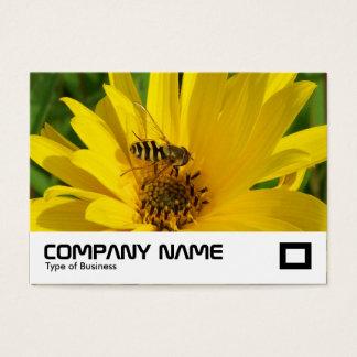 Schwebeflug-Fliege auf einer gelben Chrysantheme Visitenkarte