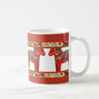 Schwede Dala Pferde mit Kaffeetasse