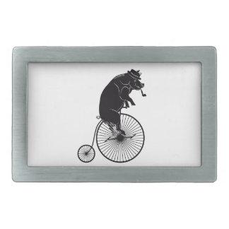 Schwein-Schwein auf Vintagem Fahrrad Rechteckige Gürtelschnallen