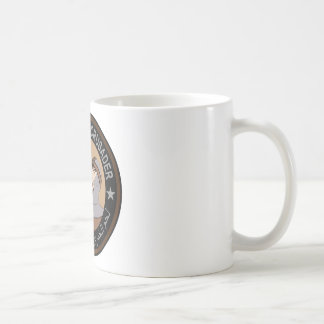 Schweinefleisch, das Kreuzfahrer isst Kaffeetasse