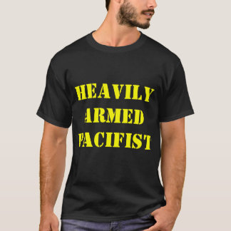 schwer bewaffneter Pazifist T-Shirt