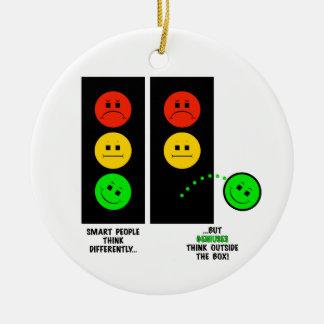Schwermütige Stoplight-Genies denken außerhalb des Keramik Ornament