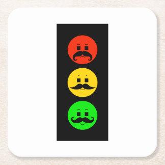 Schwermütiger Stoplight mit Mustachios Rechteckiger Pappuntersetzer