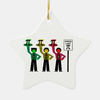 Schwermütiges Stoplight-Trio nahe bei Keramik Stern-Ornament