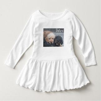 Schwestern - blond u. brünett kleid