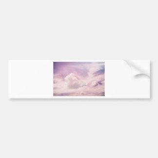 Schwimmen auf flaumige lila Wolken Autoaufkleber
