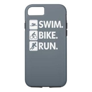 Schwimmen. Fahrrad. Lassen Sie… Triathlon-Stolz iPhone 8/7 Hülle
