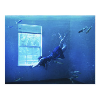 Schwimmen in einem Raum Postkarte