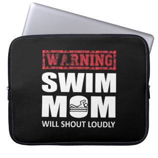 Schwimmen-Mamma schreit laut niedliches Shirt Laptopschutzhülle