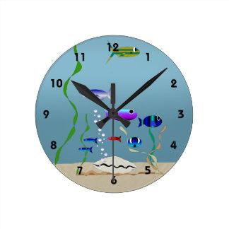 Schwimmen mit der Fisch-Uhr Runde Wanduhr