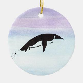 Schwimmen-Pinguin Rundes Keramik Ornament