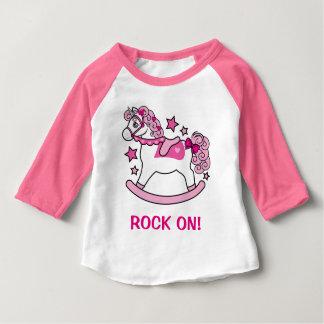 SchwingEinhorn mit Rosa-Locken: Felsen an! Baby T-shirt