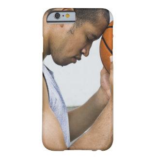 Schwitzen der lehnenden Stirn des Mannes auf Barely There iPhone 6 Hülle