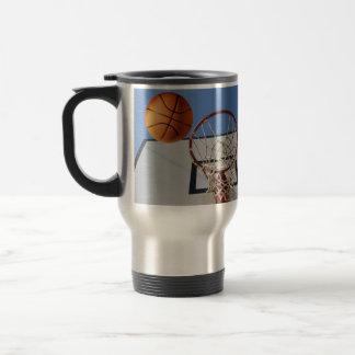 Scoring_Points_At_Basketball_Travel_Coffee_Mug Reisebecher