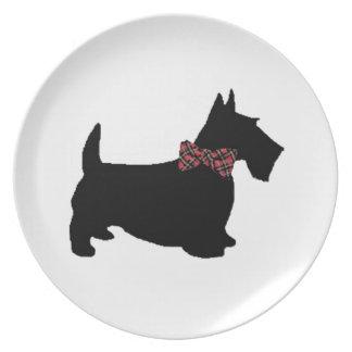 Scottie-Hund in der karierten Bogen-Krawatte Flacher Teller