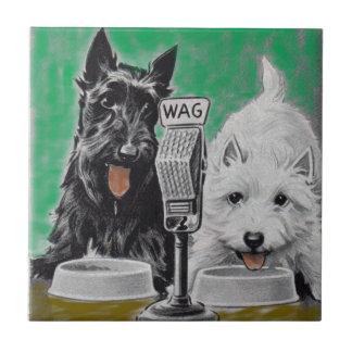Scottie verfolgt Blackie und Whitie auf dem Radio Fliese