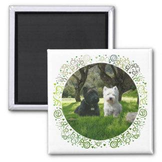 Scottish und Westhochland-Terrier Wald Quadratischer Magnet