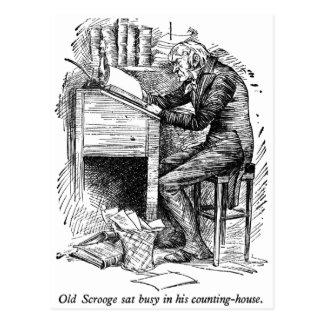 Scrooge an seinem Schreibtisch (mit Text) Postkarte