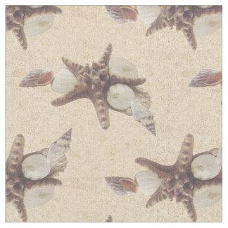 Seashells auf einem Strand Stoff