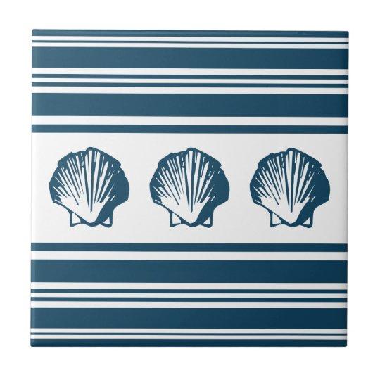 Seashells und Streifen Fliese