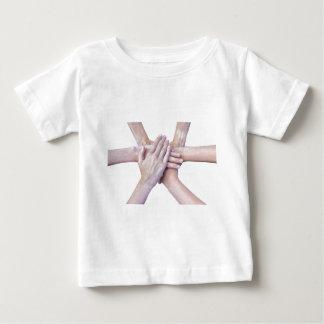 Sechs Arme vereinigen mit den Händen auf einander Baby T-shirt