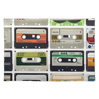 Sechzehn Audiokassetten Stofftischset