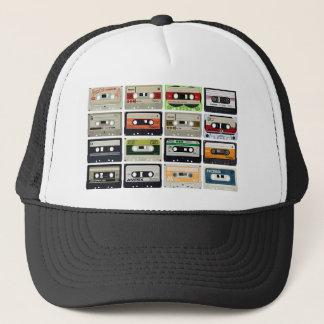 Sechzehn Audiokassetten Truckerkappe