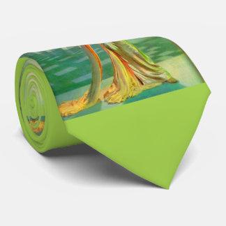 Sechzigerjahre schöne Dame im Abendskleid Krawatte